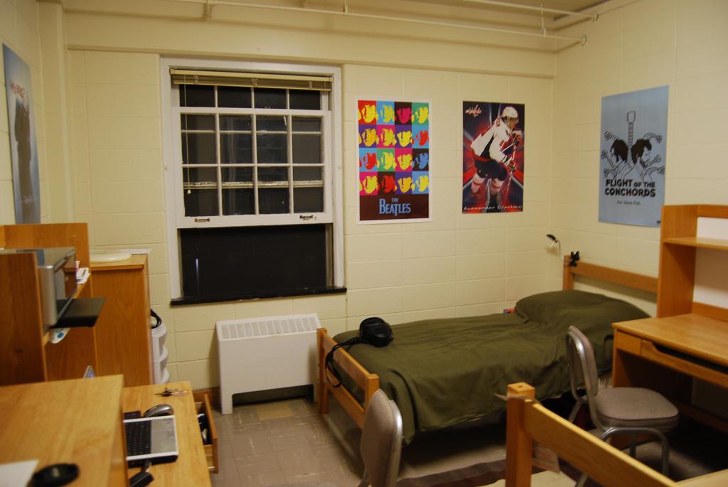 college room IELTS PTE.jpg